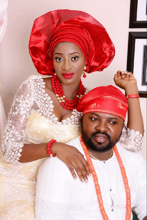 Picture of couple in red-white traditional wedding attire
