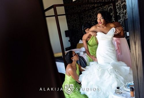 photo: bride late hurriedly dressed up by bridesmaids