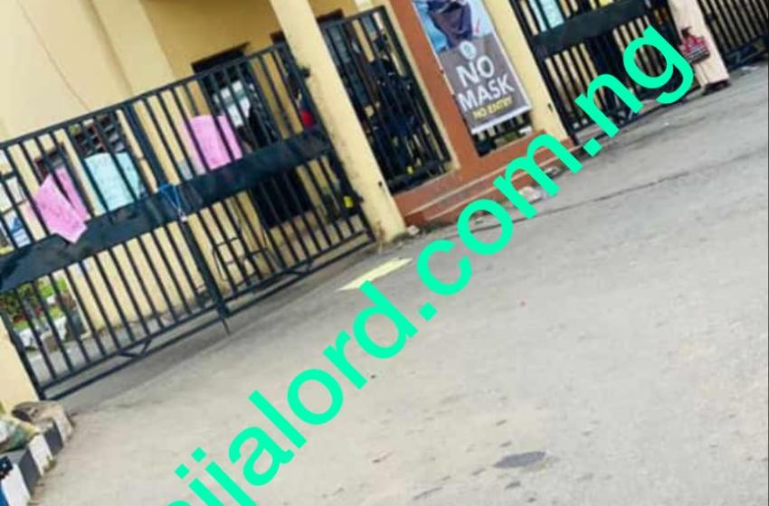 BREAKING!!! Poly Ibadan Students protest over Early Exams and Faulty Portal,Blocks all Gate entries[PHOTOS]