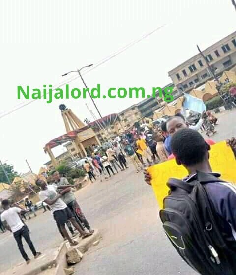 Poly Ibadan Students Protest over closure of School by NASU(Photos)