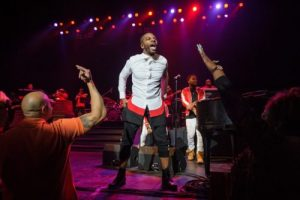 Kirk Franklin - Something About the Name Jesus (Medley)