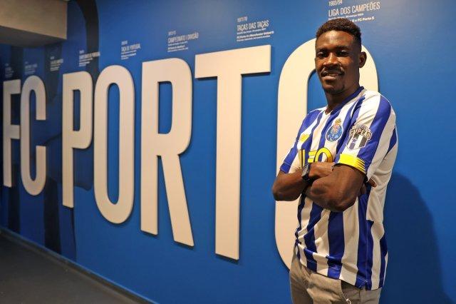 Portuguese Giant, FC Porto signs Nigerian defender, Zaidu Sanusi! See pictures👇 - Naija Super Fans