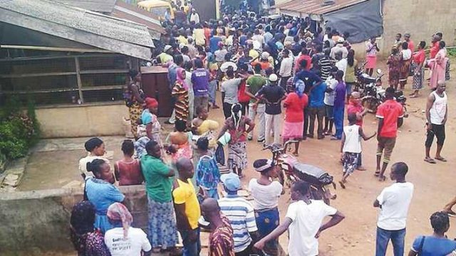 THIS HAS TO STOP!!! Ogun Residents Defy Government Order On Physical Distancing, Get Food Relief
