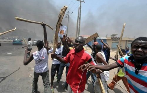 THIS IS WAR!! See What The Fulani/ProSARS Are Doing To Protesters In Abuja (VIDEO)