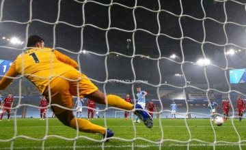 Liverpool will be happier with a point after claiming a draw at the Etihad.(Read more)
