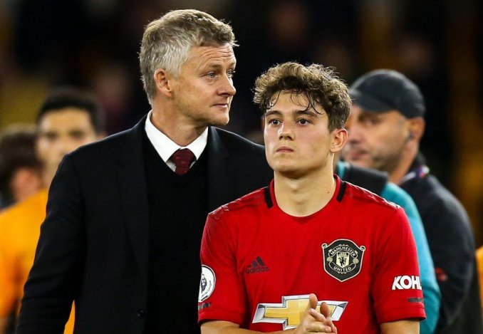 Leeds United completes the signing of Daniel James