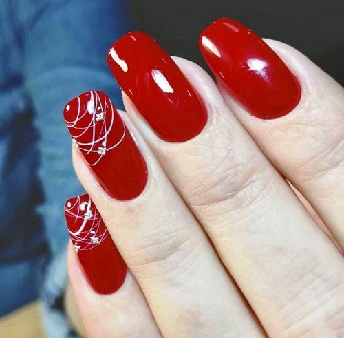 Новомодный красный маникюр 2021-2022: стильные новинки дизай - 162