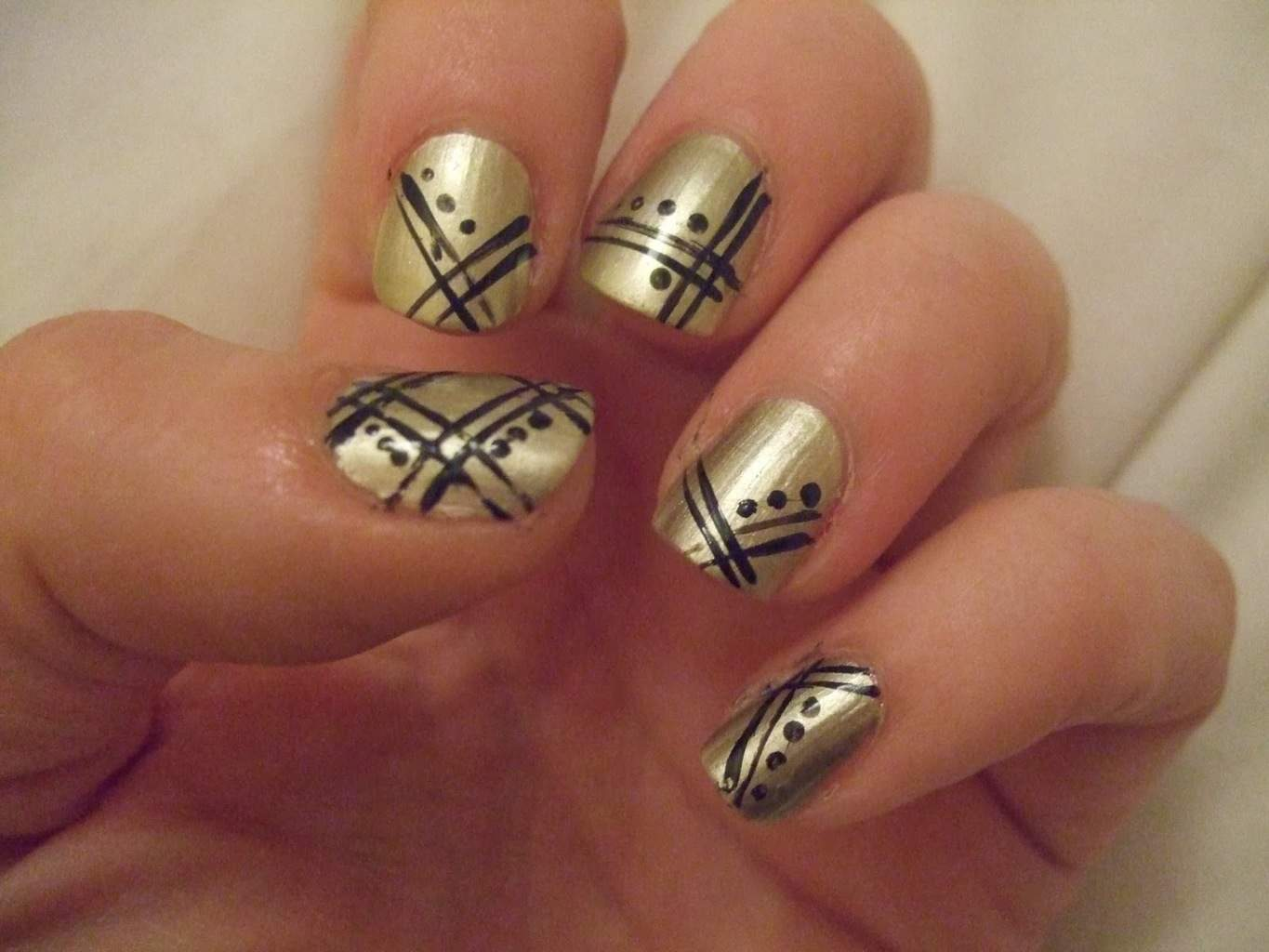Freestyle Stripes And Dots Nail