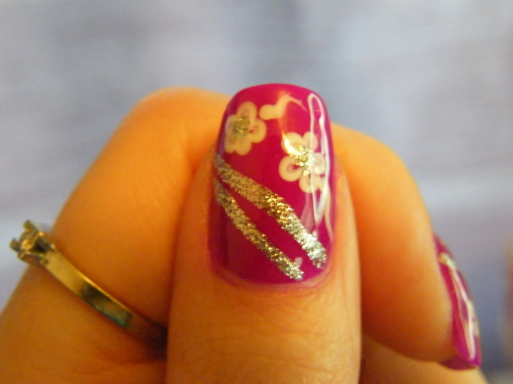 Mrs. Robinson Manicure (4/5)