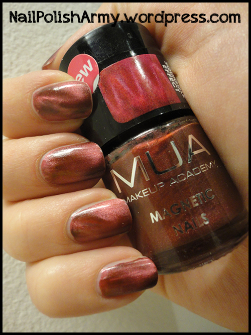 MUA-magnetic-nails-park-lane-squiggle-effect-swatch