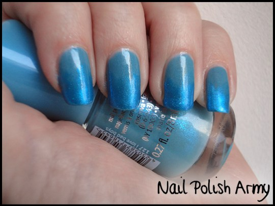 Essence-127-i-love-bad-boys-Basic-beauty-b-by-limoni-48PE-gradient-azzurro-blue