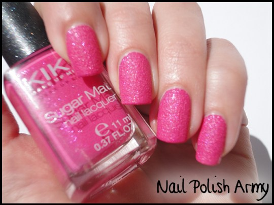 Kiko-sugar-mat-642-fucsia-hot-pink-swatch-effetto-ruvido