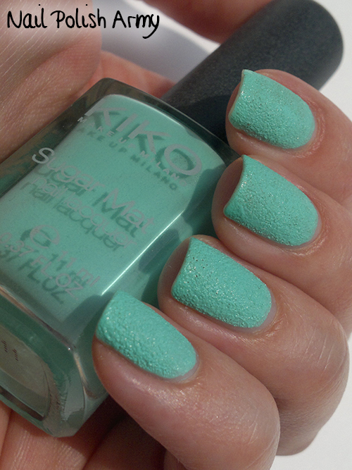 Kiko-Sugar-Mat-636-Menta-Mint-swatch-sand-effect-nail-polish-smalto-effetto-sabbia