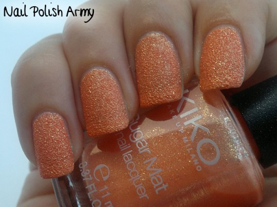 Kiko-Sugar-Mat-639-Mandarino-Dorato-Golden-Mandarin-swatch-sand-effect-nail-polish-smalto-effetto-sabbia