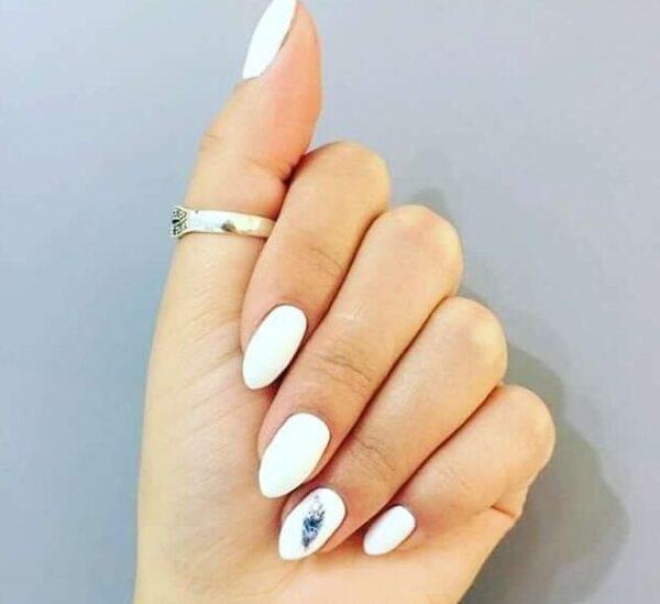 Làm móng tay năm mới trắng