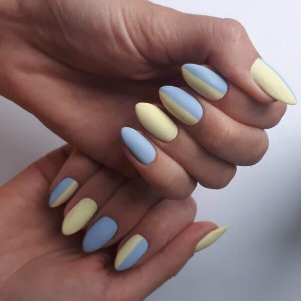 Làm móng tay màu xanh với màu vàng