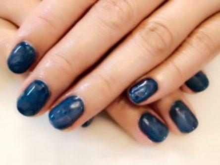 ブルーのマーブルネイル