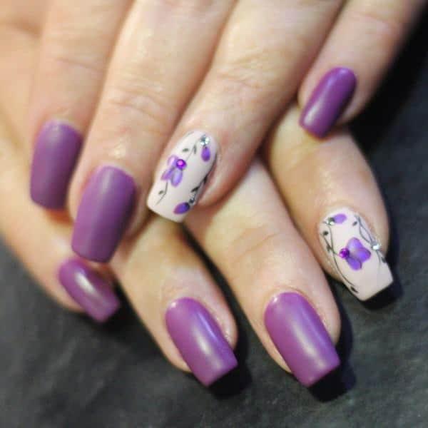 Diseño de flores en uñas