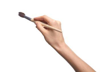 筆を持つ手