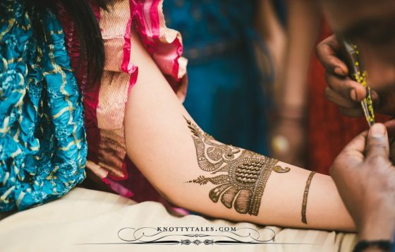 Meera-Weds-Praval-Knottytales-Wedding-Photography-Naina.co-Photographer-Mehendi-Ceremony-Bride-12.jpg