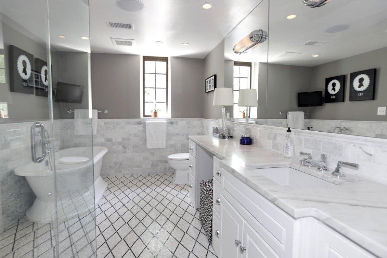 -and-plenty-of-bathroom-space