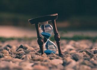 Hourglass by Aron visuals- unsplash.com