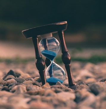 Hourglass by Aron visuals- unsplash.com