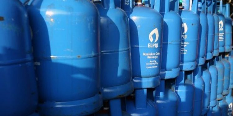 Rising cost of cooking gas is driving Nigerian homes to alternative fuel sources