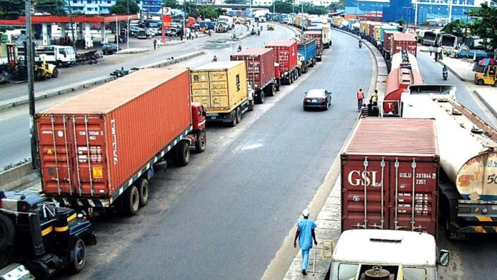 Day-light robbery behind Apapa gridlock