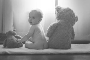 Les bébés ont-ils réellement besoin de porter des couches ? – HNI