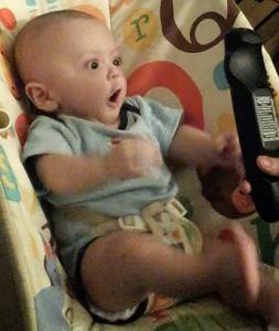 超!ビックリしちゃう赤ちゃん。可愛すぎ。(動画)