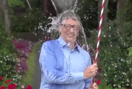 ザッカーバーグ、ビル・ゲイツも氷水をかぶった。難病チャリティーの輪が全米に広がる