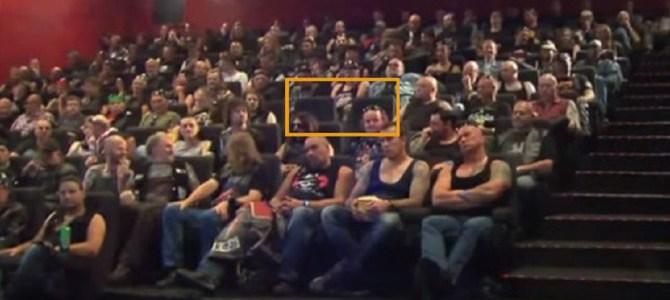 映画館で自分たちカップル以外の席がマッチョな強面集団で埋まっていたら?