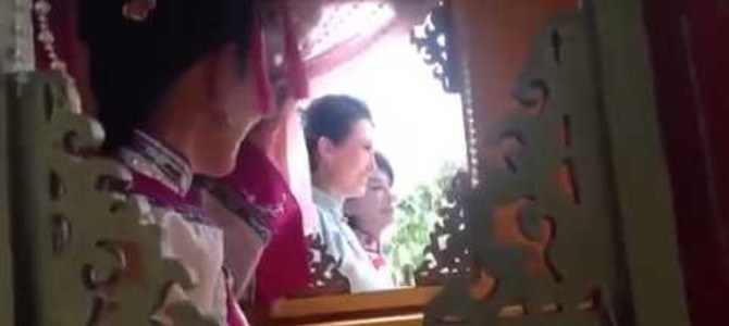 完全に騙された!一見なんの変哲も無い中国映画のワンシーン。しかし、外から見るととんでもない秘密がw