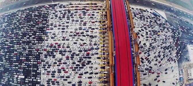 中国の交通渋滞がクレイジーすぎる!上空から撮影したら大変なことになっていた