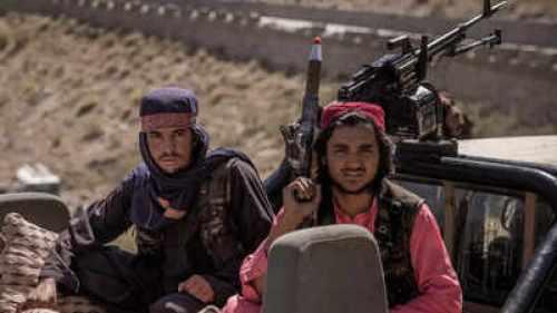 তালিবানি রক্ত চক্ষু উপেক্ষা করে এক আফগান কিশোরীর প্রতিবাদ, ভাইরাল ভিডিও