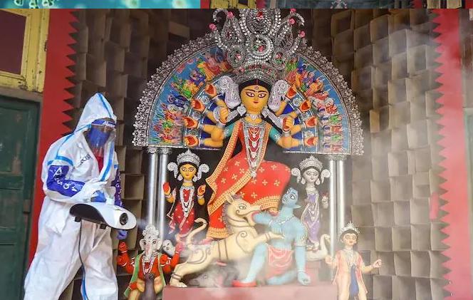সব্বাইকে সস্তি দিয়ে মহাষষ্ঠীতে রাজ্যে করোনার গ্রাফ নিম্নমুখী