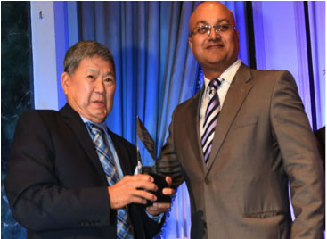 Art Miki receiving award