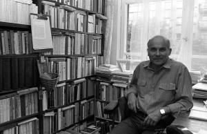 Ryszard Kapuściński w swoim mieszkaniu, 1987, Warszawa fot. Cz. Czapliński