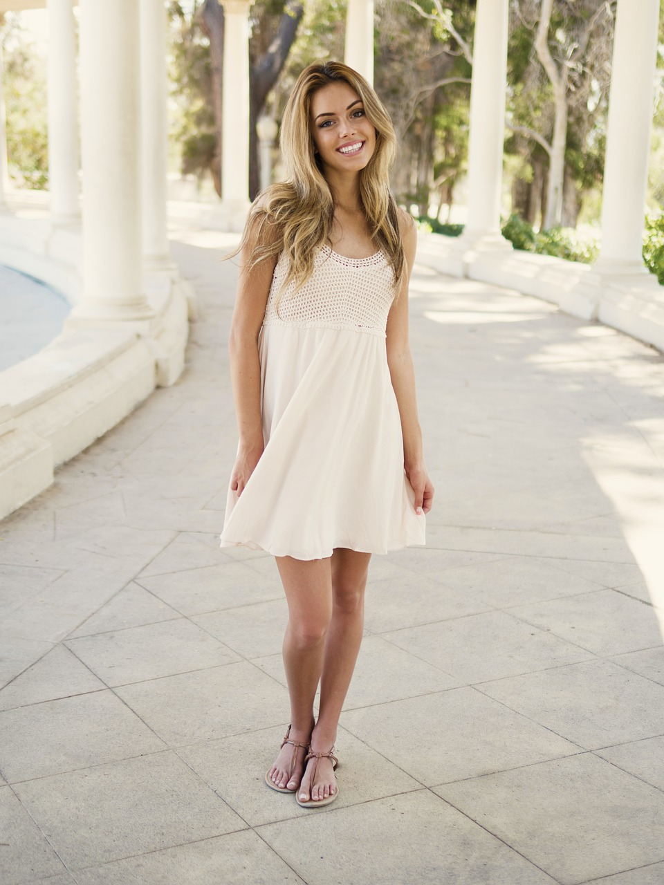 Wyprzedaż letnich sukienek. Jaką sukienkę wybrać na wesele?