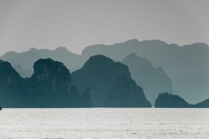 Wietnam, zatoka Ha Long. Jesień 2017