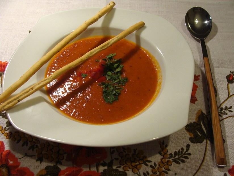 Zupa krem paprykowo-pomidorowy z suszonymi pomidorami