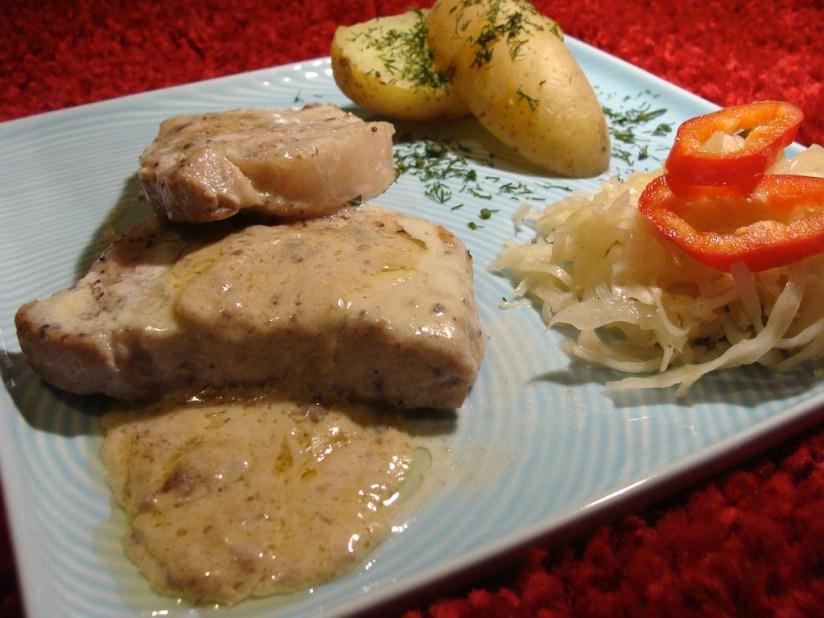 Sznycle schabowe z wieprzowiny puławskiej w sosie sardelowym według Pana Makłowicza
