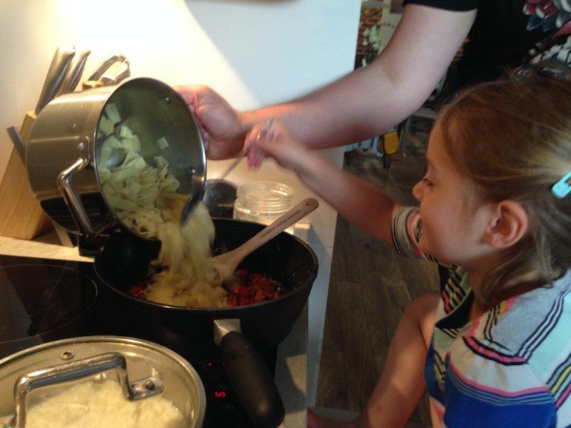 A potem go wymieszać z sosem - i gotowe !