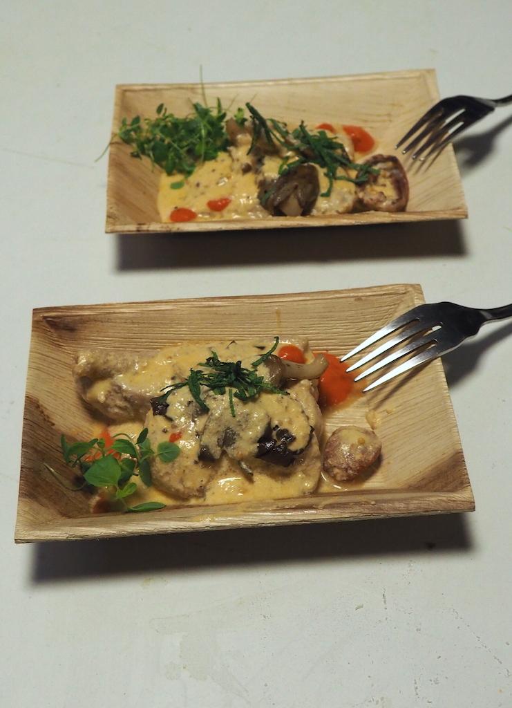 Poznań Food Days 2017 - sum duszony w śmietanie z boczniakiem i emulsją paprykową