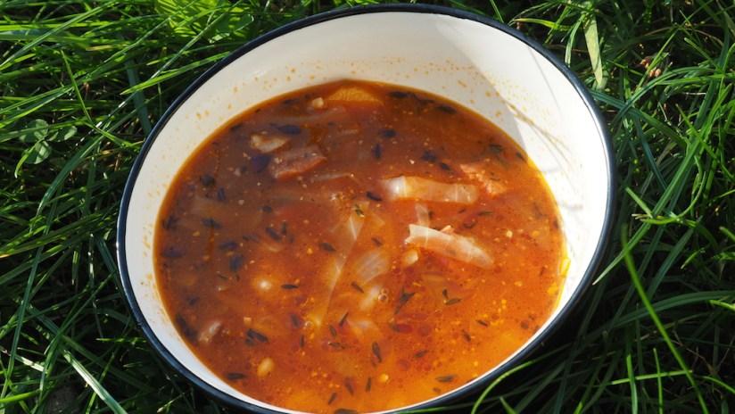 Zupa hiszpańska z kiełbasą i ciecierzycą