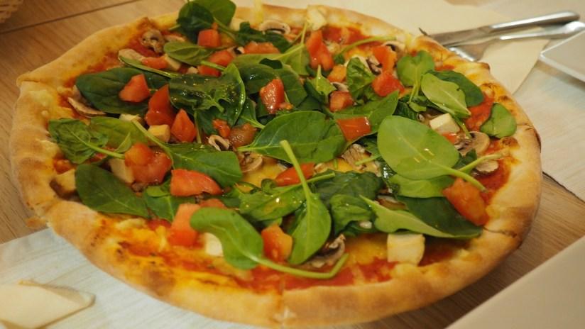 Restauracja Brocci Poznań - pizza wegańska tricolori