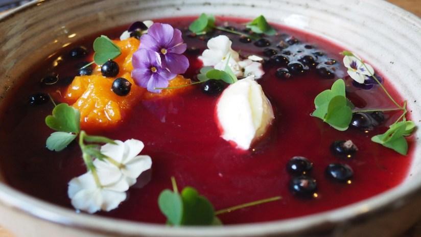 Folwark Wąsowo Restauracja Źrebięciarnia - zupa owocowa
