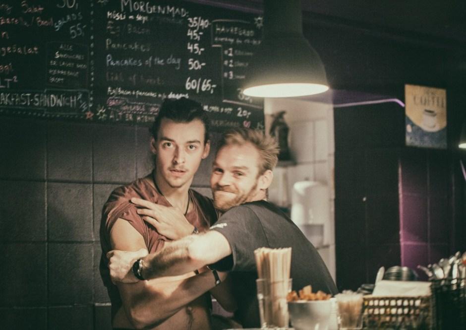 넥스트도어카페의 직원 프레데릭과 크리스(사진: 여지형)
