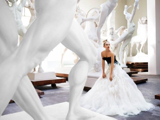 마리오 테스티노가 시에나 밀러를 모델로 로마에서 찍은 사진. 2007년 <보그>에 실렸다 (GL스트랜드 제공)